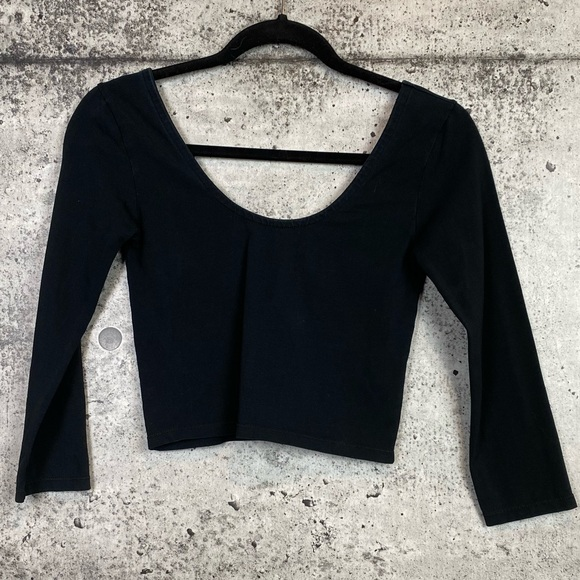Aritzia // Talula / 3/4 Sleeve Scoop Neck Crop Top